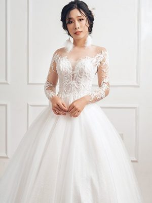 Váy cưới ren công chúa tay dài 1
