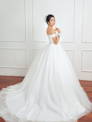 Váy cưới tròn satin vai ngang 1
