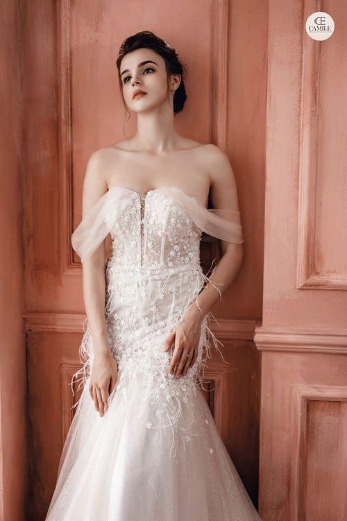Váy cưới đuôi cá 19 Gợi ý 30 mẫu váy cưới đuôi cá đẹp lộng lẫy sang trọng cho mùa cưới 2020