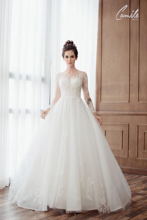 váy cưới màu trắng 1 Chiêm ngưỡng 50 mẫu váy cưới màu trắng đẹp thanh khiết, lộng lẫy nhất 2020