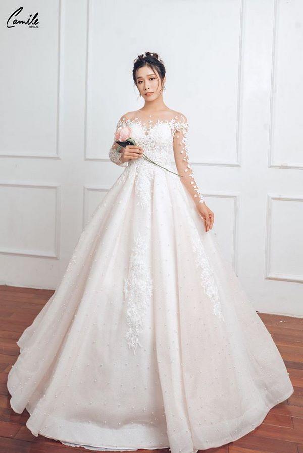 váy cưới màu trắng 10 Chiêm ngưỡng 50 mẫu váy cưới màu trắng đẹp thanh khiết, lộng lẫy nhất 2020