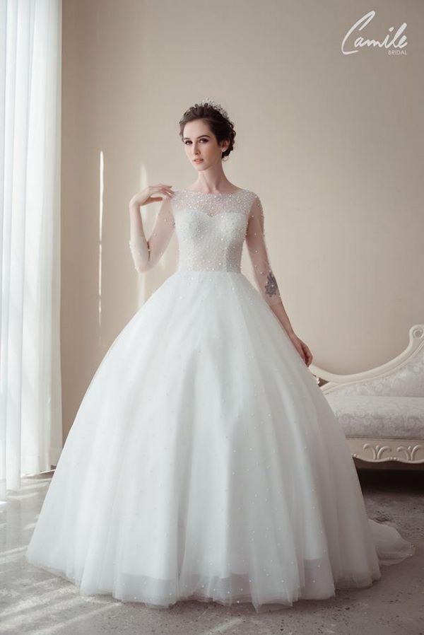 váy cưới màu trắng 13 Chiêm ngưỡng 50 mẫu váy cưới màu trắng đẹp thanh khiết, lộng lẫy nhất 2020