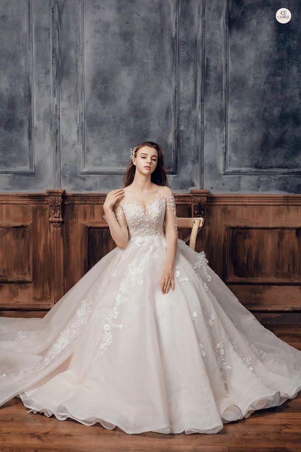 váy cưới màu trắng 18 Chiêm ngưỡng 50 mẫu váy cưới màu trắng đẹp thanh khiết, lộng lẫy nhất 2020