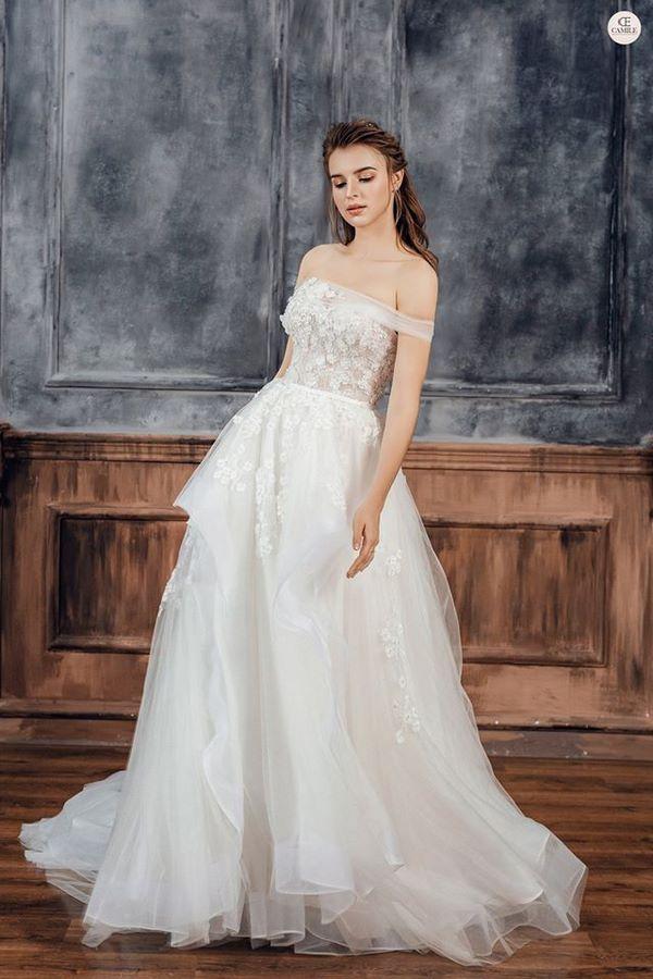 váy cưới màu trắng 4 Chiêm ngưỡng 50 mẫu váy cưới màu trắng đẹp thanh khiết, lộng lẫy nhất 2020
