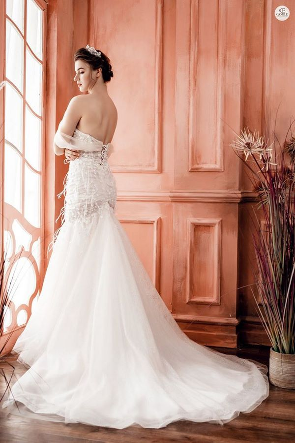 váy cưới màu trắng 7 Chiêm ngưỡng 50 mẫu váy cưới màu trắng đẹp thanh khiết, lộng lẫy nhất 2020