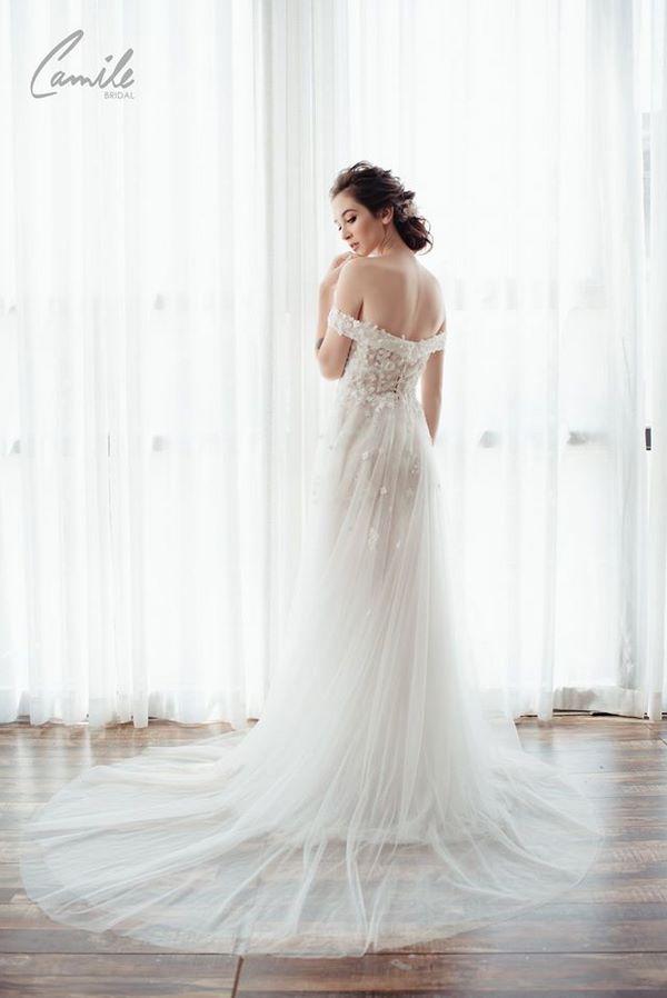 váy cưới màu trắng 9 Chiêm ngưỡng 50 mẫu váy cưới màu trắng đẹp thanh khiết, lộng lẫy nhất 2020