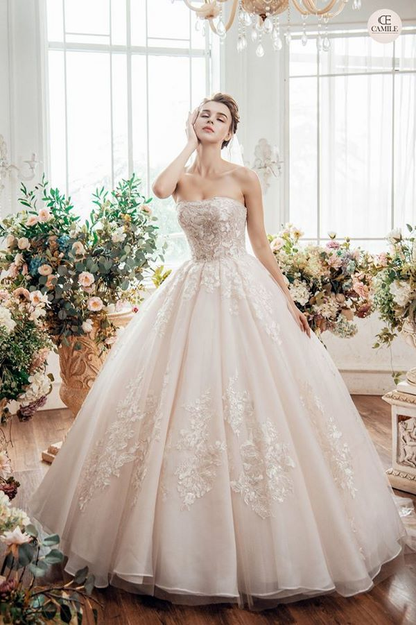 váy cưới màu hồng phấn 1 Chiêm ngưỡng 15 mẫu váy cưới màu hồng phấn pastel ngọt ngào nữ tính đẹp nhất 2021