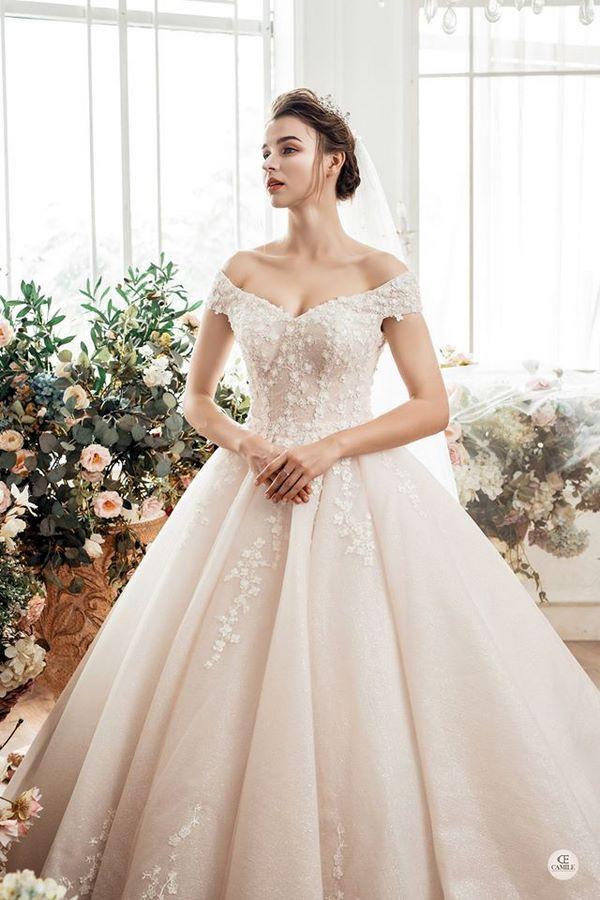 váy cưới màu hồng phấn 10 Chiêm ngưỡng 15 mẫu váy cưới màu hồng phấn pastel ngọt ngào nữ tính đẹp nhất 2021