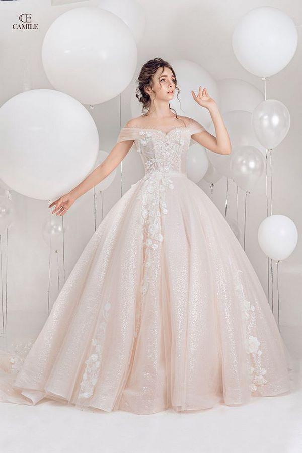váy cưới màu hồng phấn 2 Chiêm ngưỡng 15 mẫu váy cưới màu hồng phấn pastel ngọt ngào nữ tính đẹp nhất 2020