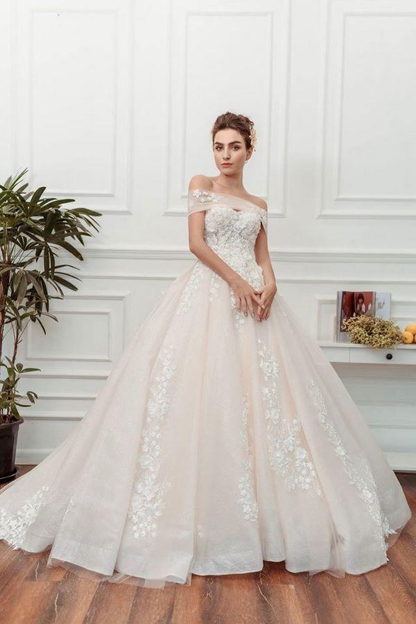 váy cưới màu hồng phấn 4 Chiêm ngưỡng 15 mẫu váy cưới màu hồng phấn pastel ngọt ngào nữ tính đẹp nhất 2020