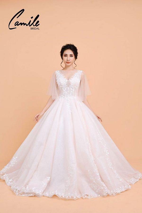 váy cưới màu hồng phấn 7 Chiêm ngưỡng 15 mẫu váy cưới màu hồng phấn pastel ngọt ngào nữ tính đẹp nhất 2021