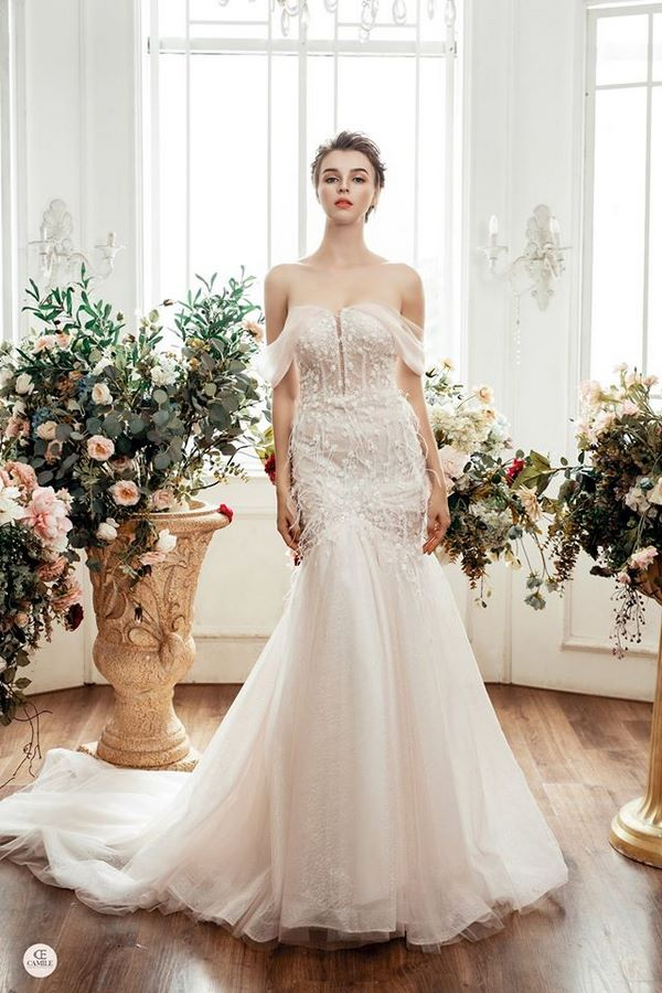 váy cưới màu hồng phấn 9 Chiêm ngưỡng 15 mẫu váy cưới màu hồng phấn pastel ngọt ngào nữ tính đẹp nhất 2021