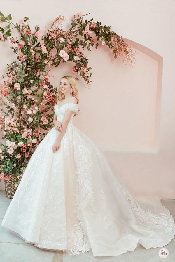 """váy cưới cho cô dâu lép 3 Trọn bộ bí kíp chọn thuê váy cưới cho cô dâu """"lép"""" siêu đơn giản"""