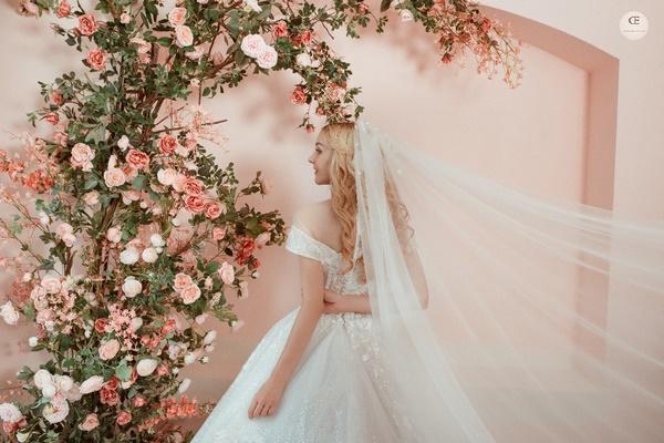 thuê váy cưới Huyện Mê Linh 3 Chia sẻ kinh nghiệm thuê váy cưới Huyện Mê Linh?