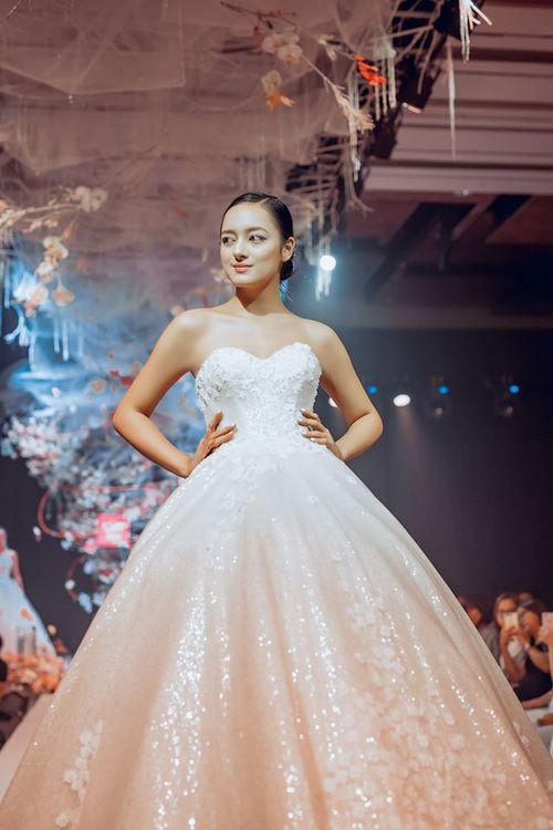 triển lãm cưới 14 Chiêm ngưỡng 20 mẫu váy cưới thiết kế đẹp nhất triển lãm cưới 2020 – 2021 của Camile Bridal