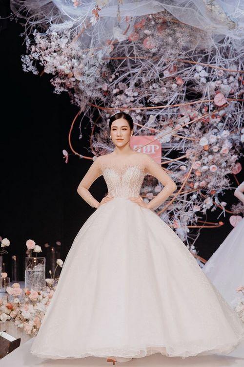 triển lãm cưới 3 Chiêm ngưỡng 20 mẫu váy cưới thiết kế đẹp nhất triển lãm cưới 2020 – 2021 của Camile Bridal