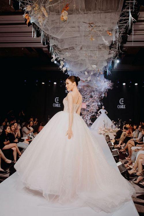 triển lãm cưới 4 Chiêm ngưỡng 20 mẫu váy cưới thiết kế đẹp nhất triển lãm cưới 2020 – 2021 của Camile Bridal