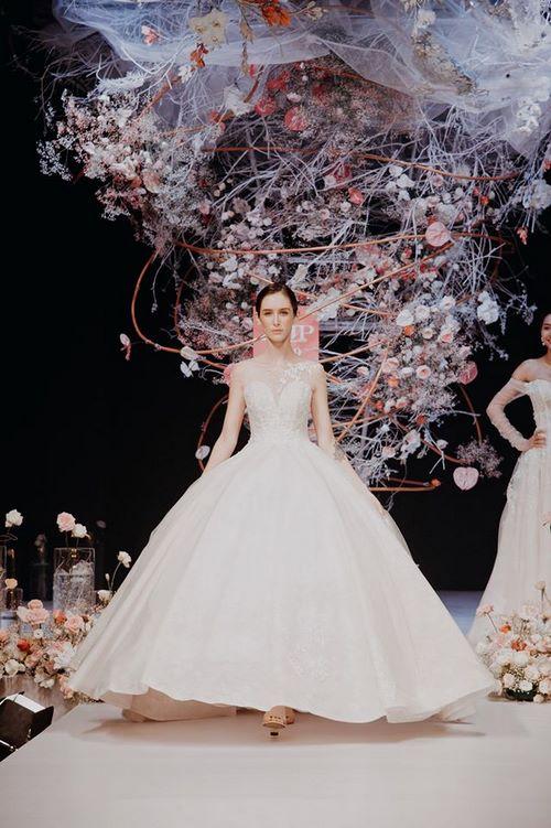 triển lãm cưới 8 Chiêm ngưỡng 20 mẫu váy cưới thiết kế đẹp nhất triển lãm cưới 2020 – 2021 của Camile Bridal