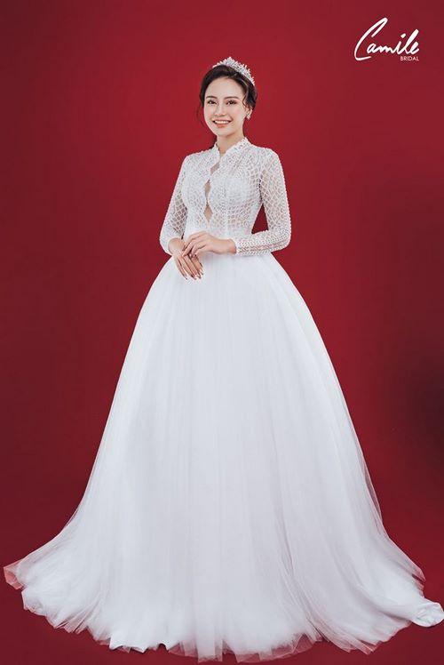 váy cưới dáng suông 8 18 Mẫu váy cưới dáng suông đẹp sang trọng, tinh tế cho các nàng dâu 2020