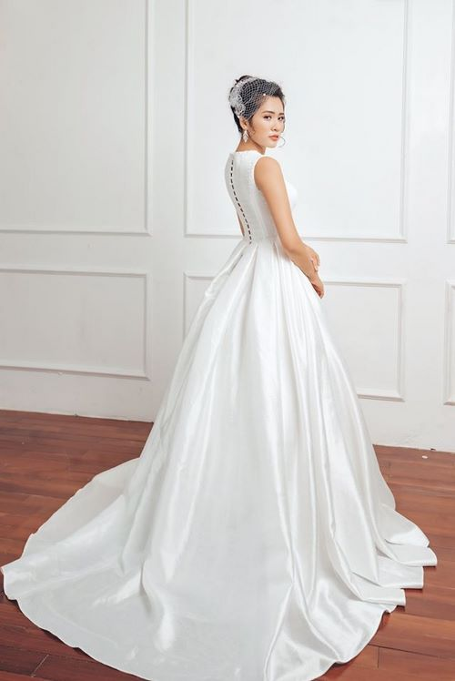 váy cưới dáng suông9 18 Mẫu váy cưới dáng suông đẹp sang trọng, tinh tế cho các nàng dâu 2020
