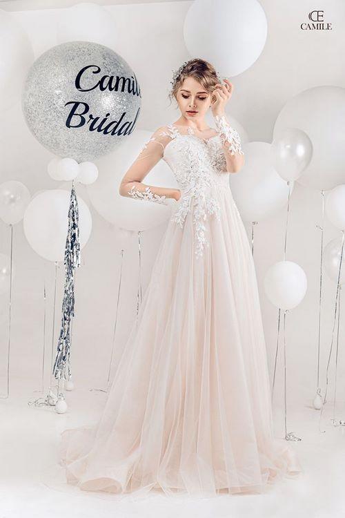 váy cưới dáng suông 1 18 Mẫu váy cưới dáng suông đẹp sang trọng, tinh tế cho các nàng dâu 2020