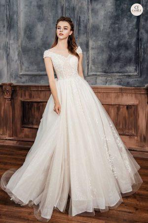 váy cưới đơn giản sang trọng 1 12 Mẫu váy cưới đơn giản sang trọng cho cô dâu nhẹ nhàng
