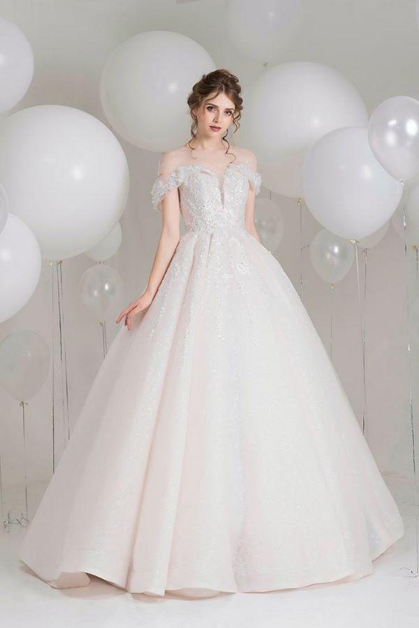 váy cưới đơn giản sang trọng 12 Mẫu váy cưới đơn giản sang trọng cho cô dâu nhẹ nhàng