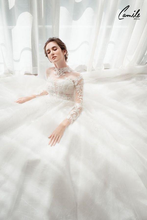 https://camile.vn/12-mau-vay-cuoi-don-gian-sang-trong-cho-co-dau-nhe-nhang/ 12 Mẫu thiết kế váy cưới chuẩn dáng đẹp lộng lẫy cho các cô dâu
