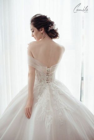 """""""váy cưới sexy """" 10 mẫu váy cưới sexy, gợi cảm khoe vóc dáng nuột nà các nàng dâu 2021"""