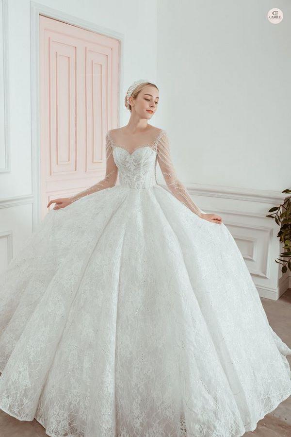 váy cưới mùa đông 20 Mẫu váy cưới mùa đông sang trọng, tinh tế và ấm áp cô dâu nên chọn