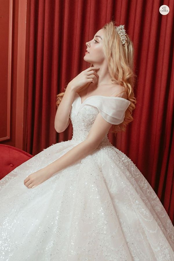 váy cưới phong cách hoàng gia 10 Mẫu váy cưới phong cách hoàng gia sang trọng khiến nàng không thể rời mắt