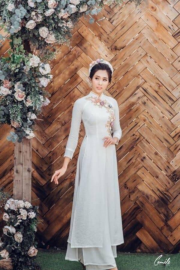 áo dài thêu tay đẹp 3 Gợi ý những mẫu áo dài thêu tay đẹp cho cô dâu trong mùa cưới 2020